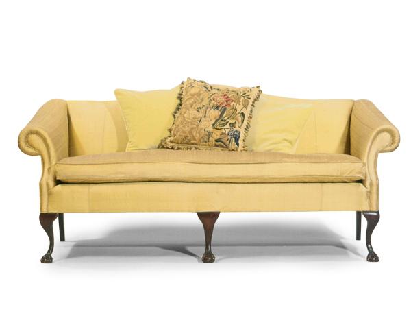 Geo-III-style-settee-in-silk